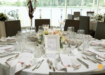 8. mise-en-place-matrimonio-tavolo-menu-centritavola-basso